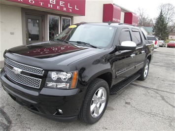 2008 Chevrolet Avalanche LS - Photo 2 - Rushville, IN 46173
