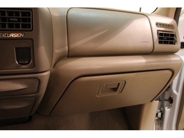 2001 Ford Excursion XLT - Photo 31 - Fort Wayne, IN 46804
