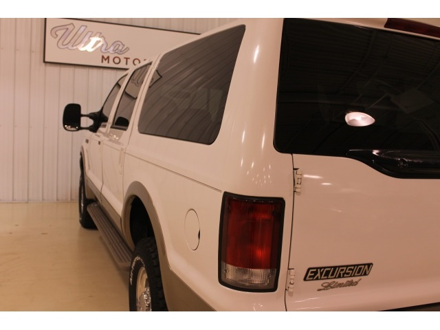 2001 Ford Excursion XLT - Photo 14 - Fort Wayne, IN 46804