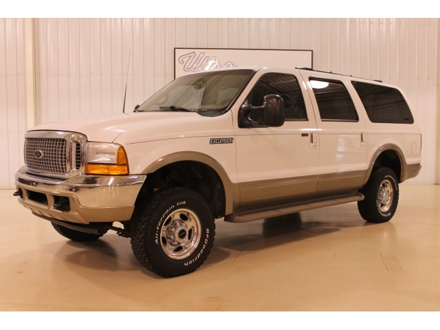 2001 Ford Excursion XLT - Photo 2 - Fort Wayne, IN 46804