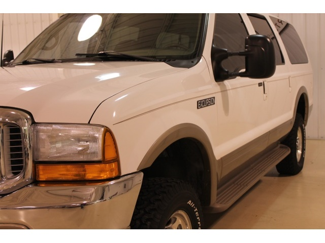 2001 Ford Excursion XLT - Photo 8 - Fort Wayne, IN 46804