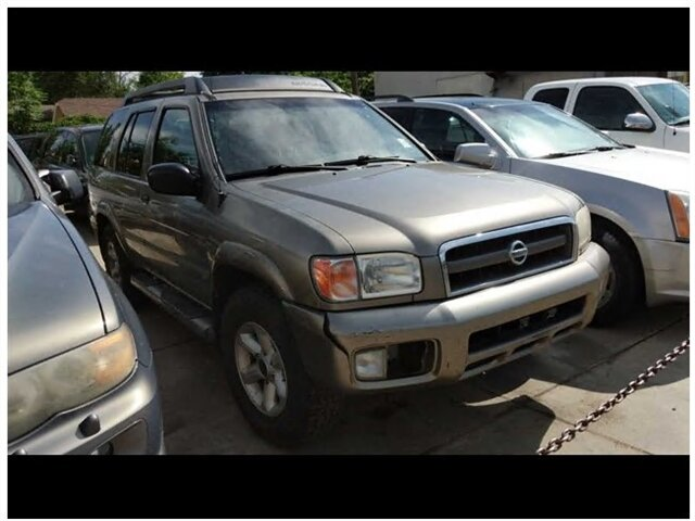 2003 Nissan Pathfinder LE photo