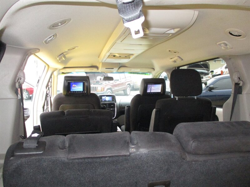 2011 Dodge Grand Caravan Crew   - Photo 10 - Seattle, WA 98103