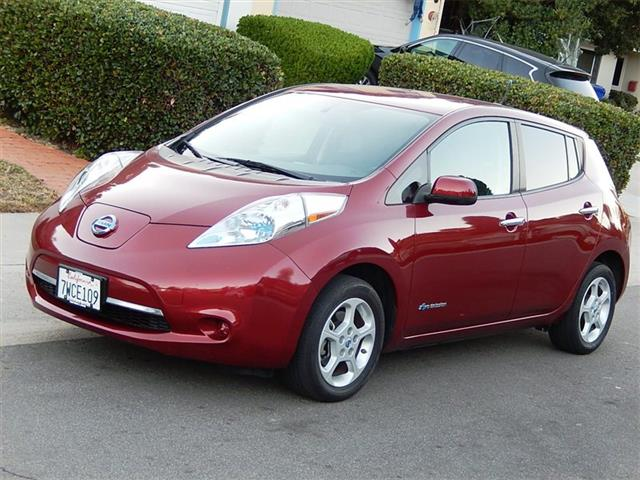 2013 Nissan Leaf SV Premium Package - Photo 2 - San Diego, CA 92126
