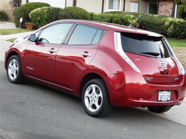 2013 Nissan Leaf SV Premium Package - Photo 8 - San Diego, CA 92126
