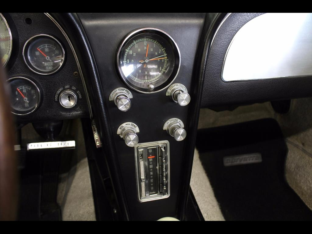 1965 Chevrolet Corvette Stingray Convertible - Photo 32 - Rancho Cordova, CA 95742