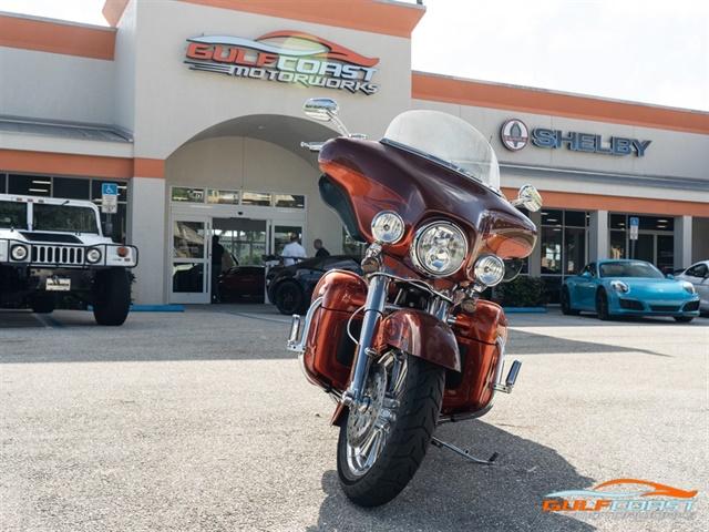 2010 Harley-Davidson Electra Glide CVO Ultra FLHTCUSE5