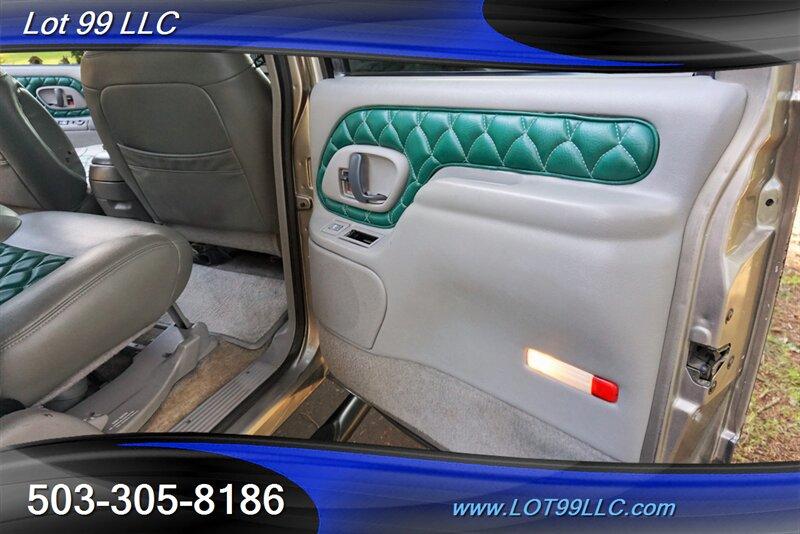 1999 Chevrolet Suburban K1500 photo