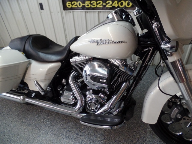 2014 Harley-Davidson Street Glide S - Photo 10 - Kingman, KS 67068