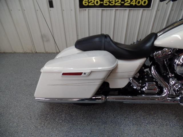 2014 Harley-Davidson Street Glide S - Photo 5 - Kingman, KS 67068