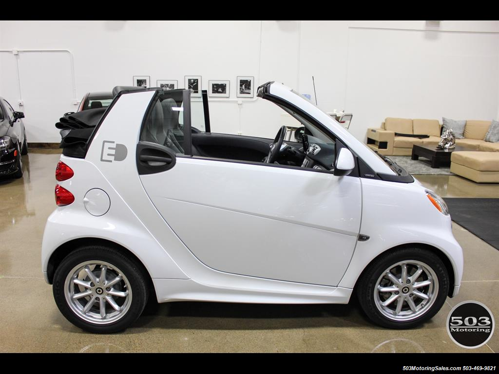 2014 Smart fortwo passion electric cabriolet; White/Black, Loaded! - Photo 12 - Beaverton, OR 97005