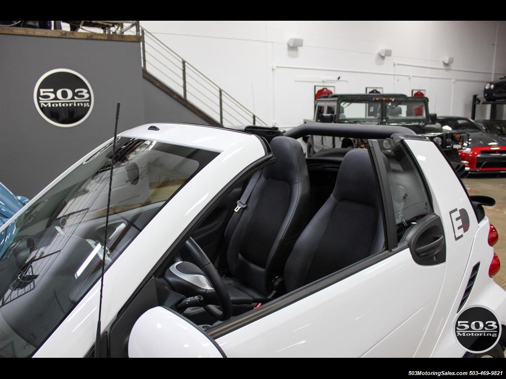 2014 Smart fortwo passion electric cabriolet; White/Black, Loaded! - Photo 10 - Beaverton, OR 97005