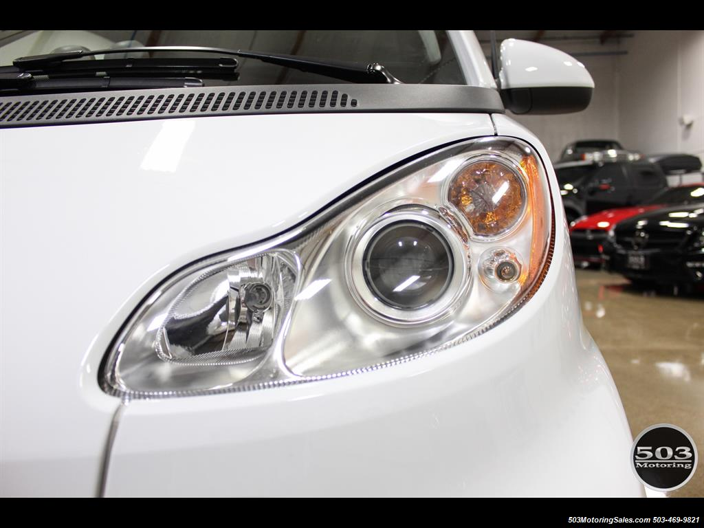 2014 Smart fortwo passion electric cabriolet; White/Black, Loaded! - Photo 15 - Beaverton, OR 97005