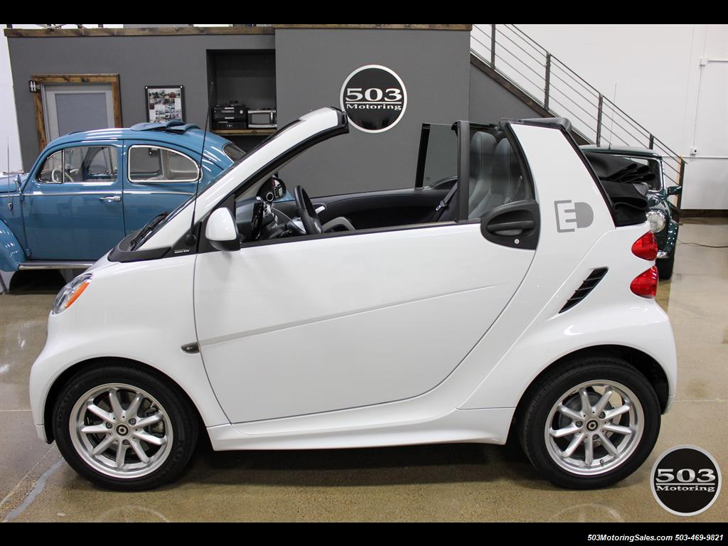 2014 Smart fortwo passion electric cabriolet; White/Black, Loaded! - Photo 11 - Beaverton, OR 97005
