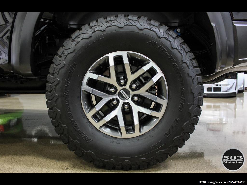 2017 Ford F-150 Raptor; Black/Black, Nav w/ Only 850 Miles! - Photo 24 - Beaverton, OR 97005