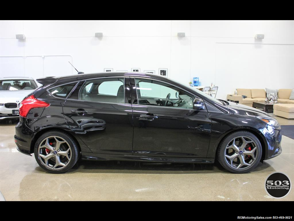 2014 ford focus st one owner loaded tuxedo black black. Black Bedroom Furniture Sets. Home Design Ideas