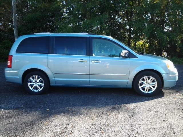 2008 chrysler town & country tire size